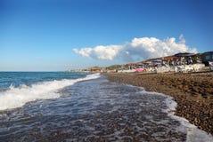 морская вода san отсутствующего здания пляжа голубого далекая Стоковая Фотография
