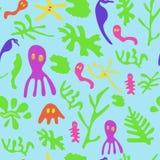 Морская водоросль, лошади моря, медузы и другие малые животные и растения Стоковые Фото