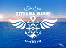 Морская эмблема с анкером и рулевым колесом на запачканном backgr Стоковая Фотография