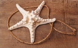 Морские звёзды на деревянном столе Стоковое Изображение RF