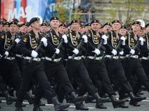 Морские пехотинцы сил 61st отдельной пехотной бригады Красного знамени Kirkenes военноморской прибрежных северного флота во время Стоковые Изображения