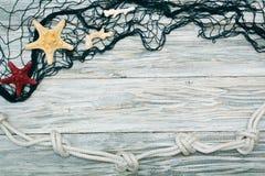 Морские сеть и морские звёзды на белых досках Стоковые Изображения RF