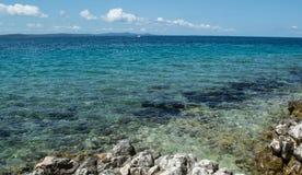 Морское побережье и пляж на Petrcane, Zadar, Хорватии Стоковые Фотографии RF