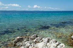Морское побережье и пляж на Petrcane, Zadar, Хорватии Стоковая Фотография RF