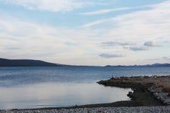 Морское побережье с заходом солнца в Далмации Adria Хорватии Морское побережье с заходом солнца в Далмации Adria Хорватии стоковое изображение