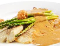 морской окунь рыб выкружки тарелок горячий Стоковое Изображение