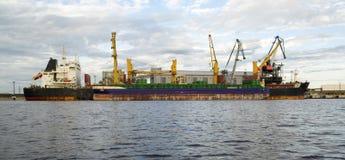 Морской порт на вечере Стоковое фото RF