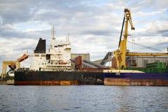 Морской порт на вечере Стоковые Изображения RF