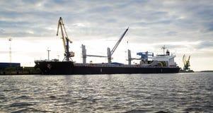 Морской порт на вечере Стоковое Изображение RF