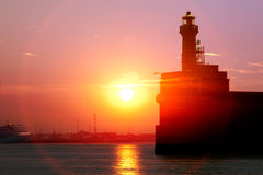 Морской порт. Старый маяк. Восход солнца. Стоковые Фото