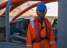 Моряк AB или Bosun на палубе сосуда или корабля, нося PPE Стоковая Фотография RF