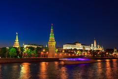 Москва Кремль и корабль на ноче Стоковые Изображения