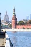 Москва Кремль отражение реки Москвы башни Кремля Стоковые Фотографии RF