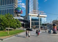 Москва, Россия -03 июнь 2016 Площадь Lotte торгового центра на бульваре Novinsky Стоковое Фото
