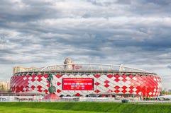 Москва, Россия - июль 2017: Взгляд входа арены Otkrytie Домашний стадион футбольной команды Spartak Кубок мира и жулик ФИФА стоковое фото rf