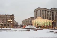Москва, Россия, квадрат Manezhnaya Вечер снега зимы Стоковая Фотография RF