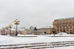 Москва, Россия, квадрат Manezhnaya Вечер снега зимы Стоковая Фотография