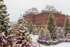 Москва, Россия, квадрат Manezhnaya зима захода солнца гор s вечера ural Стоковые Фото