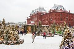 Москва, Россия, квадрат Manezhnaya зима захода солнца гор s вечера ural Стоковые Изображения