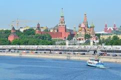 Москва, Россия, может 19 2014 Кремль и собор ` s базилика St Стоковые Фотографии RF