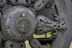 МОСКВА, РОССИЯ 29-ОЕ АПРЕЛЯ 2018: Закройте вверх колеса экипажа оружия старых карамболей Собрание показанное чужого Стоковое Изображение