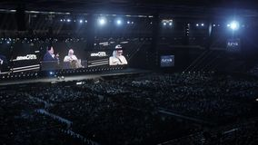 Москва, Россия, 4-ое апреля 2018 Стив Wozniak сооснователь компьютеров Эпл дает лекцию на нововведении и сток-видео