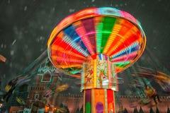 Москва, Россия - 5-ое декабря 2017: Дом рождественской елки и carousel торговый GUM на красной площади в Москве, России Стоковые Изображения RF