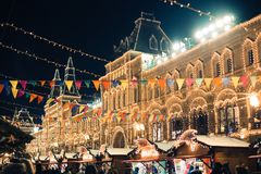 Москва, Россия - 1-ое декабря 2016: украшенный красной площадью Нового Года в Москве, КАМЕДИ и рождестве Стоковые Изображения
