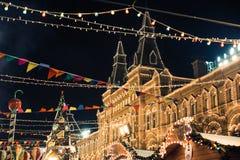 Москва, Россия - 1-ое декабря 2016: украшенный красной площадью Нового Года в Москве, КАМЕДЬ стоковая фотография