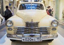 МОСКВА, РОССИЯ 11-ОЕ ИЮЛЯ: Выставка советских винтажных автомобилей в Стоковые Фотографии RF