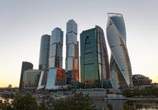 МОСКВА, РОССИЯ, 21-ОЕ ИЮЛЯ 2017: Новый бизнес-центр небоскребов в городе Москвы, России Стоковая Фотография RF
