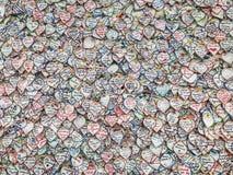 МОСКВА, РОССИЯ - 10-ОЕ ИЮЛЯ 2018: ФИФА дует фестиваль Москву, стену о чувствах, влюбленность стикеров, спорт, прогнозы Кубок мира Стоковое фото RF
