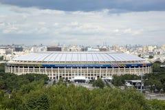 МОСКВА, РОССИЯ - 7-ОЕ ИЮНЯ 2018: Взгляд стадиона Luzhniki от холмов воробья Стоковая Фотография