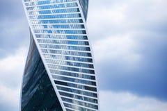 МОСКВА, РОССИЯ - 18-ОЕ ИЮНЯ 2019: деловый центр финансового города Москвы района международный, спиральный небоскреб развитие стоковое изображение