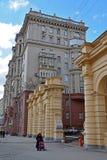 Москва, Россия - 14-ое марта 2016 Дома сталинист архитектуры на кольце сада Стоковая Фотография RF