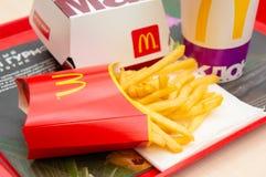 Москва, Россия, 15-ое марта 2018: Меню гамбургера Mac ` s McDonald большие, фраи француза и кока-кола Стоковая Фотография