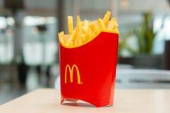 Москва, Россия, 15-ое марта 2018: Меню гамбургера Mac ` s McDonald большие, фраи француза и кока-кола Стоковое Фото
