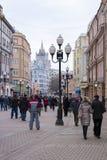 МОСКВА, РОССИЯ - 9-ОЕ МАРТА: Улица Arbat - одно из самого занятого и Стоковые Фотографии RF