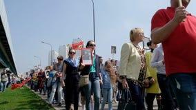 Москва, Россия - 9-ОЕ МАЯ 2019: Торжество дня в Москве - бессмертного парада победы полка на девятое -го май акции видеоматериалы