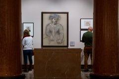 Москва, Россия - 21-ое ноября 2018: Люди около картины Пабло Пикассо в музее Pushkin изящных искусств самые большие стоковое фото