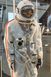 Москва, Россия - 28-ое ноября 2018: Русский костюм пилота астронавта в музее космоса Москвы которого специально превратил для стоковое фото