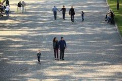 Москва, РОССИЯ - 18-ое сентября: люди на улице 18-ого сентября 2014 Стоковая Фотография