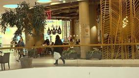 МОСКВА, РОССИЯ - 28-ОЕ ФЕВРАЛЯ 2017 Современное кафе в метрополии торгового центра Стоковые Фотографии RF