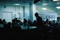 Москва, русское федерирование 27-ое января 2018: управляющие для пресс-конференции, отклонение тренировки вокруг стадиона CSKA стоковая фотография rf