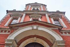 Москва - 10 04 2017: Старое кирпичное здание на embankm Bersenevskaya Стоковое Изображение
