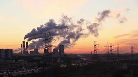 Москва outskirts промышленный ландшафт на восходе солнца (более широкая съемка) сток-видео