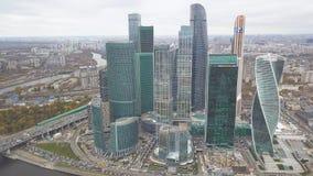Москв-город зажим Россия Грандиозные небоскребы на портовом районе около реки Москвы Башня развития a стоковые фото