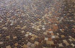 Мостить, кладет вне на тротуар кольца, геометрия стоковые фотографии rf