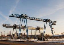 Мостовой кран 2 против голубого неба Стоковая Фотография
