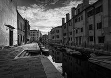 Мосты и каналы Венеции Италия черная белизна стоковое фото rf